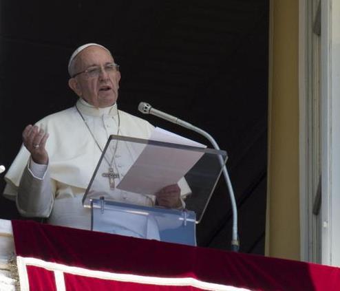 "Papa Francesco sulle stragi in Sri Lanka:""Prego per le vittime e i feriti"""
