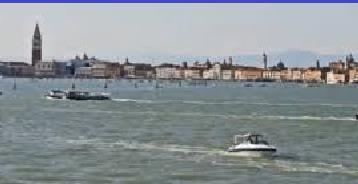Venezia,  il picco dell'acqua è arrivato a 154 cm