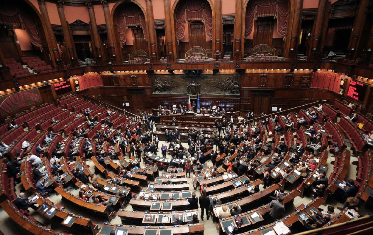 Taglio dei parlamentari primo ok dall aula della camera for Numero deputati