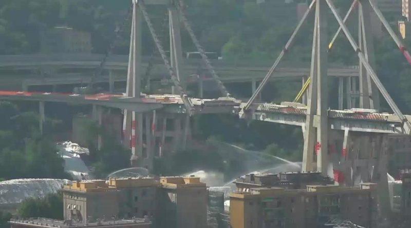 A Genova è stato abbattuto con l'esplosivo il troncone est il Ponte Morandi