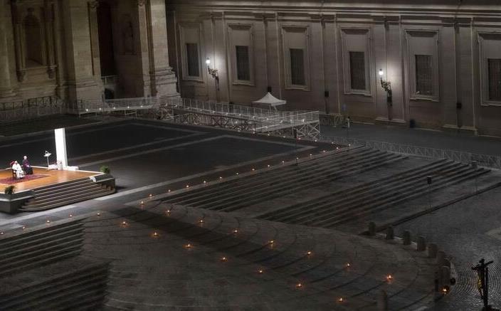 Papa Francesco celebra la Via Crucis  con 10 partecipanti causa Coronavirus